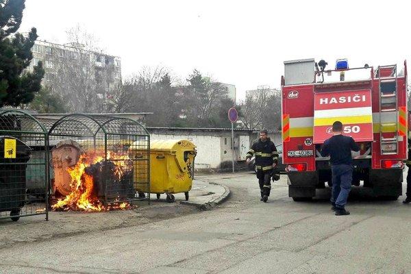 Jeden z požiarov kontajnera v Košiciach.
