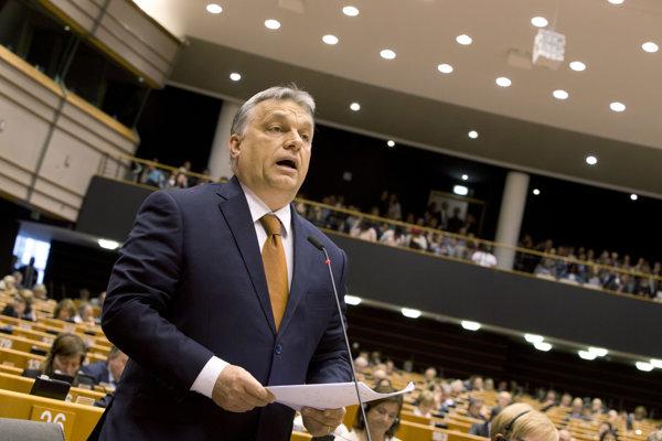 Viktor Orbán na pôde Európskeho parlamentu.