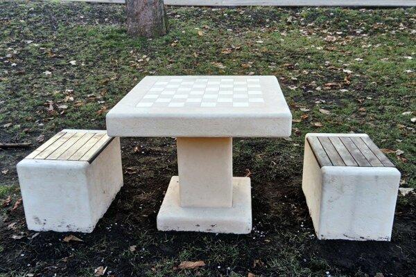 Šachové stolíky sú tiež jednou z aktivít z  minulosti.