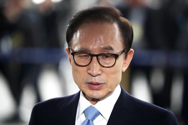 Lee Mjong-bak.
