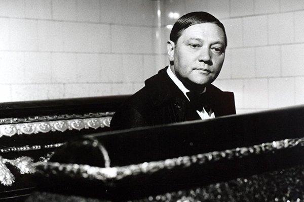 Rudolf Hrušinský vo filme Spalovač mrtvol od Juraja Herza.