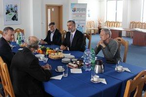 Stretnutie župana Jaroslava Bašku s vedením Slovenskej volejbalovej federácie.