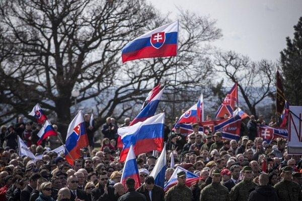 Ako byť dnes na strane mieru, keď sa nositeľom mieru stali na Slovensku bývalí eštebáci, ktorí sa nehanbia prísť na pietnu spomienku na Slavín s nacistickými variantmi veľkoruskej ideológie?