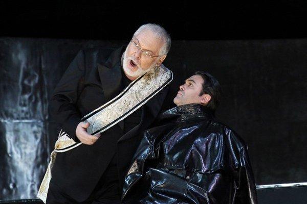 Peter Mikuláš ako Mefistofeles v rovnomennej opere v pražskom Národom divadle.