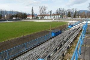V susedstve plavárne stojí i futbalové ihrisko.