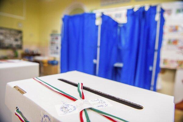Maďarská opozícia má ohľadom volieb pochybnosti.