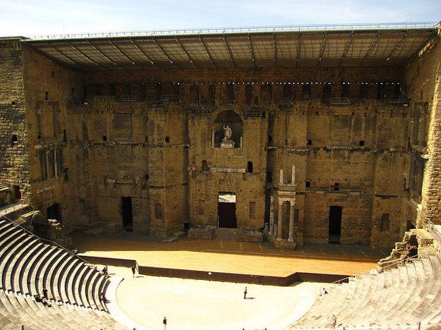 Rímske divadlo v Orange pre 7000 ľudí