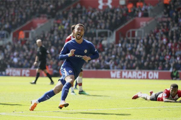 Eden Hazard oslavuje jeden z gólov Chelsea do siete Southamptonu.