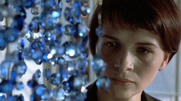 Vo filme Modrá od Krzystofa Kieszlovského, za ktorý dostala národnú cenu César.