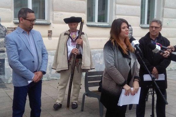 Z Martina posielajú výzvu ministerke kultúry Ľ. Laššákovej.