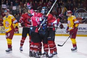 Hokejisti Banskej Bystrice otočili tretí finálový zápas proti Trenčínu.
