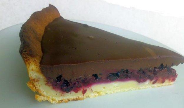 Černicový koláč s čokoládovým krémom