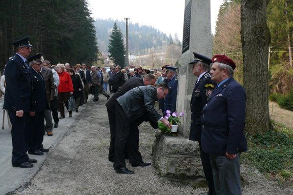 Koniec druhej svetovej vojny sa pre obyvateľov Vysokej nad Kysucou nesie v znamení obrovskej tragédie. Aj tento rok sa zídu pri pamätníku na Semeteši, ktorý stojí na mieste krvavej tragédie.