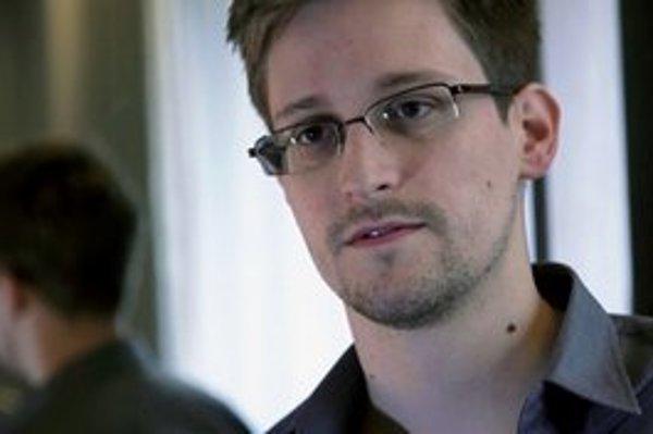Edward Snowden vyzradil sledovanie internetovej a telefonickej komunikácie.