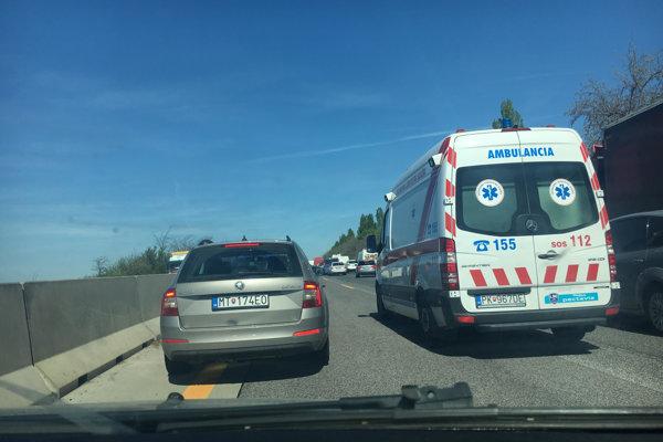 Zdržanie na D1 v smere do Trnavy je na niekoľko desiatok minút.