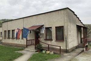 Na snímke budova obecného úradu v Obišovciach.
