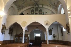 Na snímke interiér rímskokatolíckeho kostola Ružencovej Panny Márie v Obišovciach.