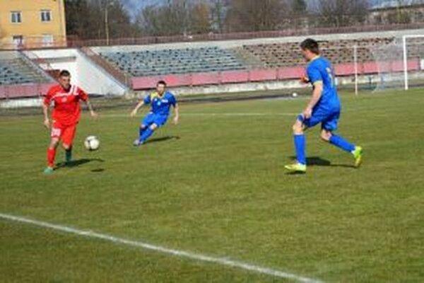 Pov. Bystrica (v červenom) v zápase s Bodinou.