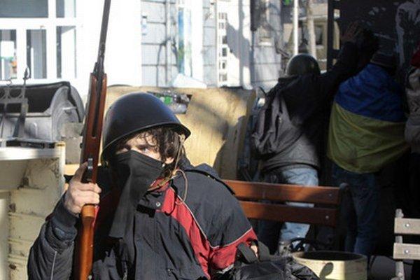 Ozbrojení boli aj niektorí demonštranti.