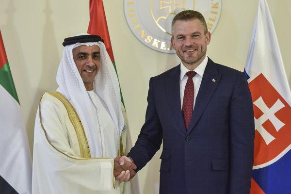 Na snímke sprava predseda vlády SR Peter Pellegrini a podpredseda vlády a minister vnútra Spojených arabských emirátov Jeho Výsosť šejk Saif bin Zayeda Al Nahyan.