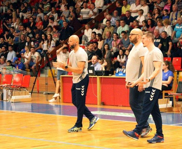 Realizačný tím nitrianskeho celku - zľava hlavný tréner Marek Kardoš, asistent Martin Májek a štatistik Martin Dobiaš.