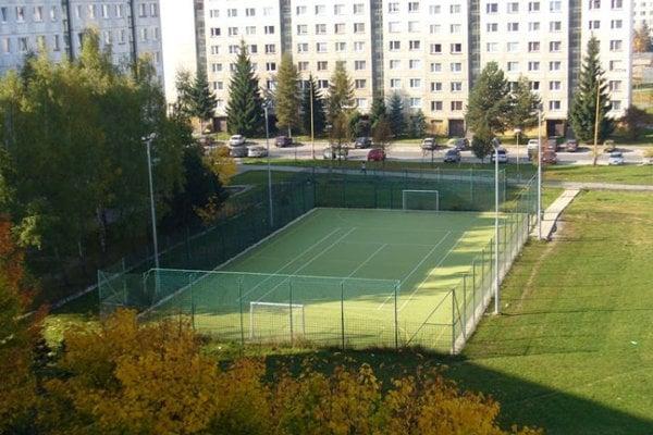 Multifukčné ihrisko pri ZŠ Limbová.