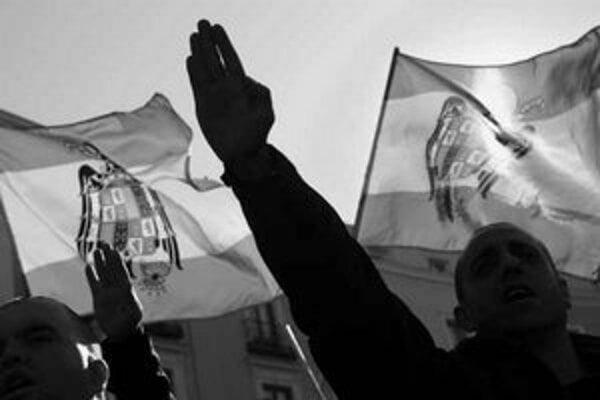 Španielska krajná pravica sa k diktátorovi Francovi stále hrdo hlási.