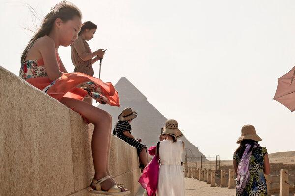 Egypťania pracujúci v okolí pyramíd v Gíze majú obavy.