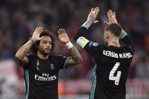 Obrancovia Marcelo (vľavo) a Sergio Ramos sa radujú z výhry Realu Madrid.