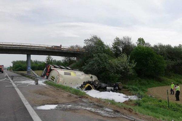 Nehoda cisterny pri Prejte.