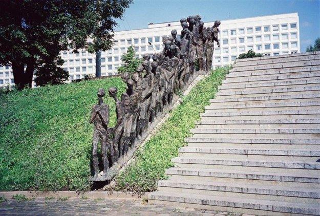 Yama, pamätník židovským obetiam. Minsk.