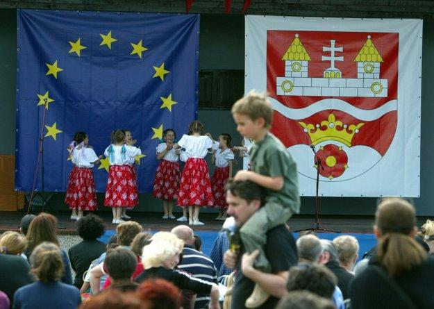 My hrdinovia. Oslavujeme vstup do EU.