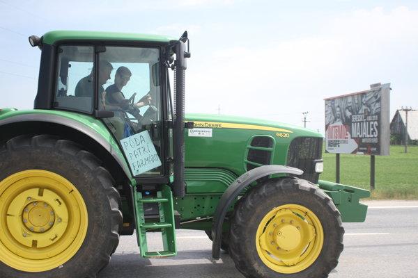 Pôda patrí farmárom, odkazujú protestujúci.