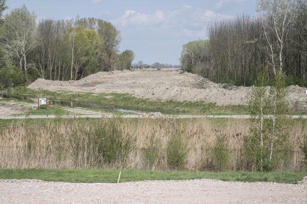 Výstavba úseku diaľnice D4 Jarovce – Ivanka sever, ktorý bude súčasťou bratislavského obchvatu.
