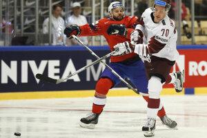 Nórski hokejisti vyhrávajú nad Lotyšskom.