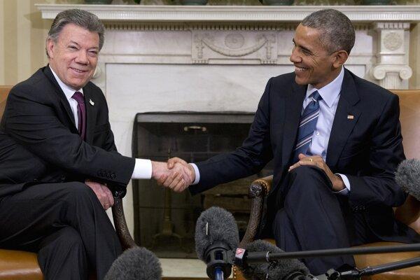 Juan Manuel Santos (vľavo) a Barack Obama (vpravo).
