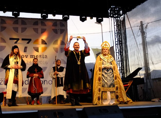 Historický kostým si obliekol aj žiarsky primátor Peter Antal.