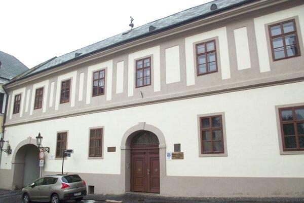 Budova, ktorú využíva knižnica na Samovej, patrí župe.