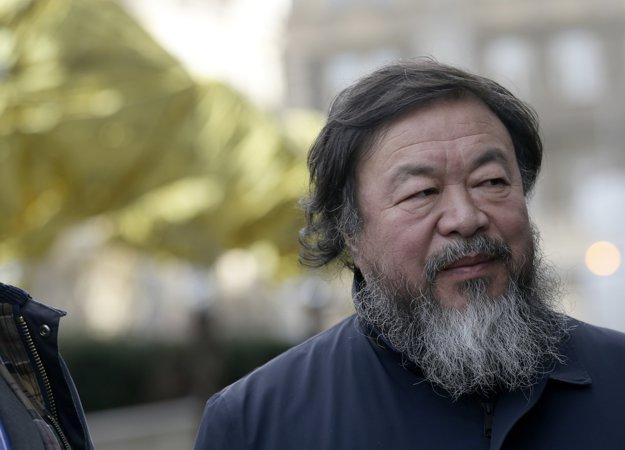 Aj Wej-wej donedávna nemohol cestovať. Cez víkend bol v Prahe.