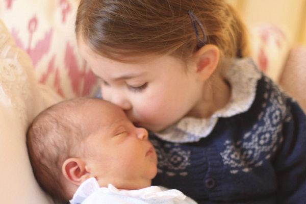 Britská princezná Charlotte so svojím bratom princom Louisom.