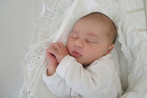 Nela Porubanová (3580 g, 50 cm) sa narodila 28. apríla Zuzane a Petrovi z Trenčína. Na sestričku sa doma teší dvojročná Eliška.
