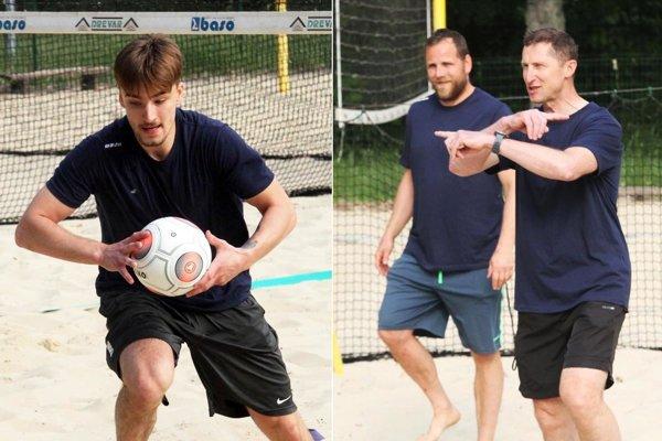Dnešný tréning odštartovali Nitrania na piesku v areáli kúpaliska. Zľava Róbert Lantoši, tréneri Andrej Kmeč a Antonín Stavjaňa.