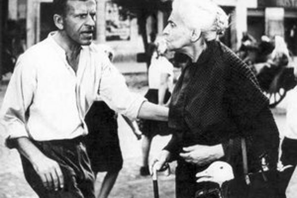 Jozef Kroner ako Tóno Brtko s poľskou herečkou Idou Kaminskou, ktorá stvárnila v Obchode na korze vdovu Lautmannovú.
