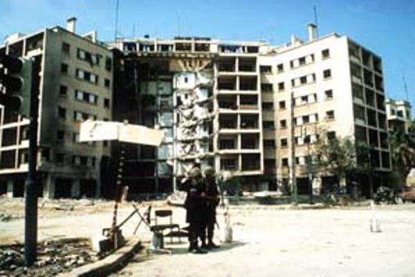 Rok 1983 bol pre Američanov v Bejrúte prekliatím. Najskôr samovražedný atentátnik zničil ambasádu.