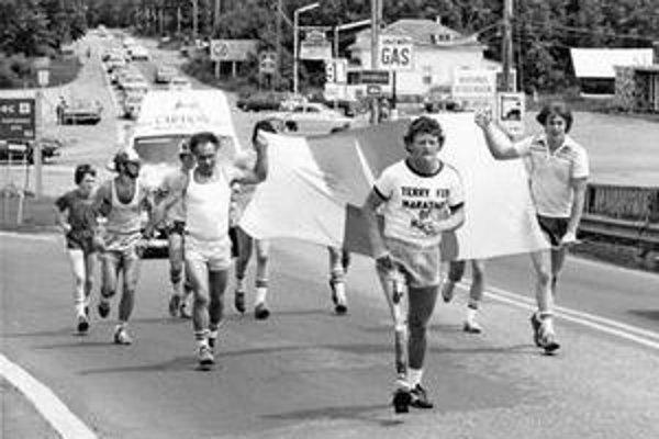 Na počesť Terryho Foxa (vpravo) sa dodnes usporadúvajú behy.