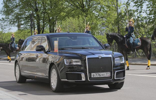 Evidenčné číslo na Putinovej novej limuzíne je zhodné s vrakom hrdzavej Volgy.