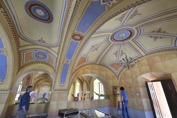 Snímka z interiéru zreštaurovanej synagógy v Bardejove.