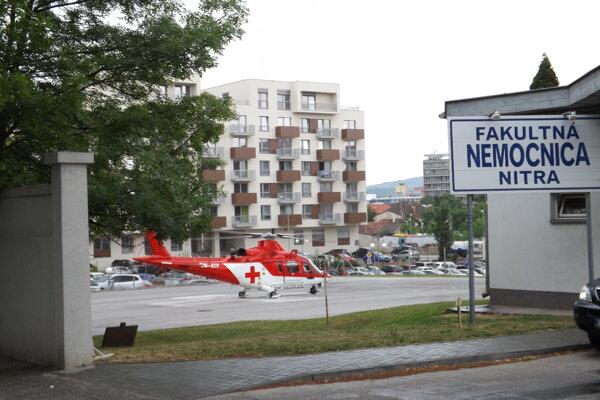 Provizórna pristávacia plocha pre záchranárskej vrtuľníky.