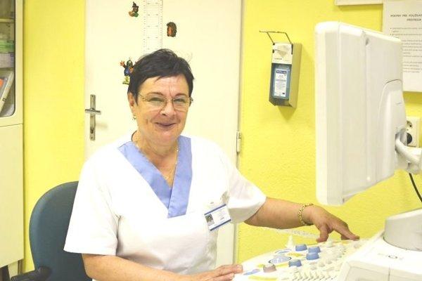 Marta Cengelová pri práci.