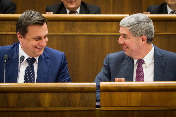Zľava predseda SNS Andrej Danko a Béla Bugár, líder strany Most-Híd.